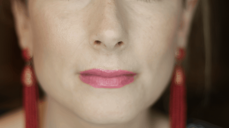 Close up of mouth and chin wearing Giorgio Armani Power Fabric Foundation